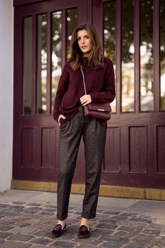 simple et chic blogger pants burgundy sweater classy office outfits preppy loafers fall outfits