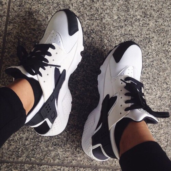 Nike Air Huarache Black And White Womens