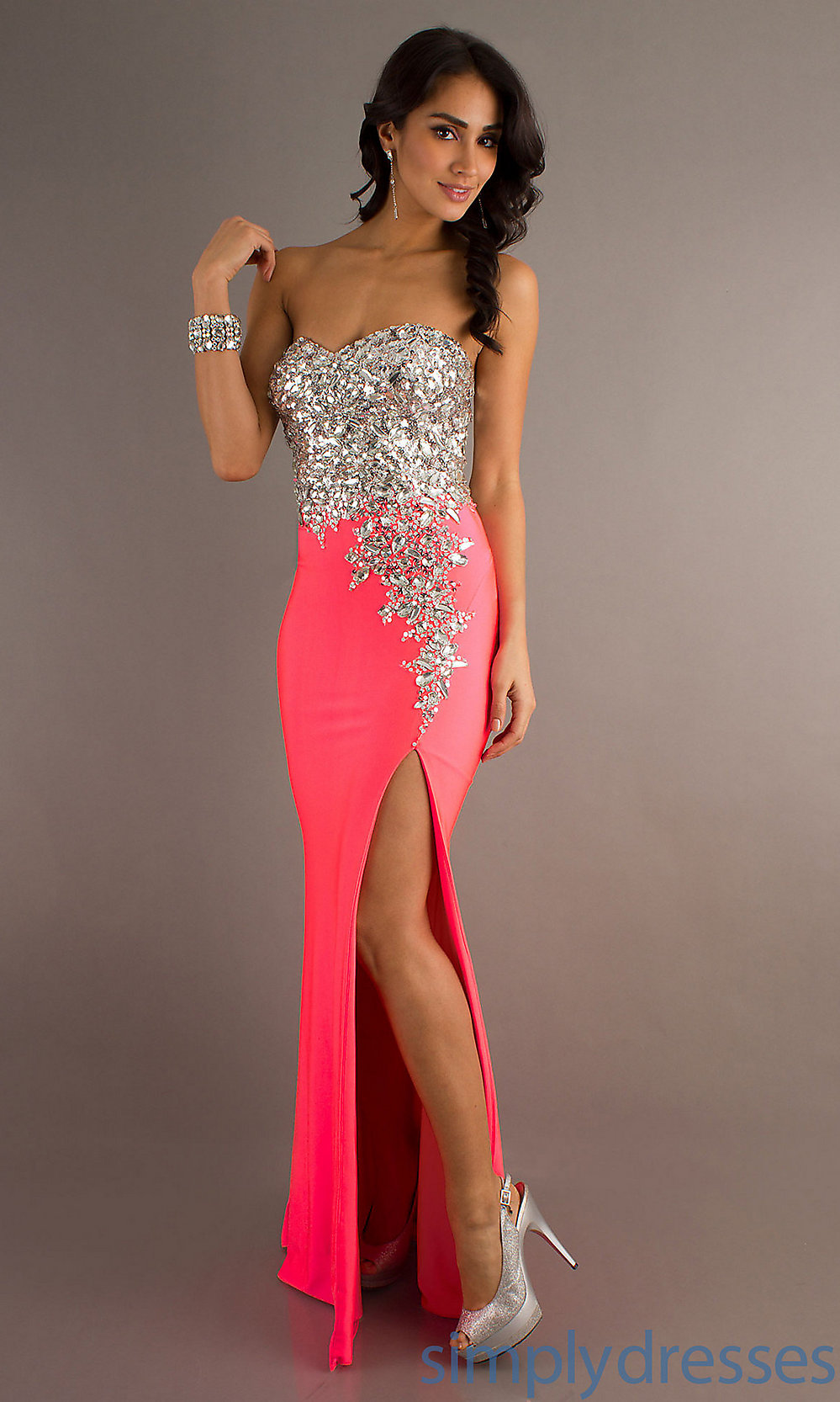 To Get A-line Strapless dress To Show Off Your Amazing Curves