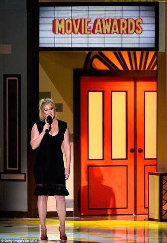 dress little black dress mtv movie awards blonde hair