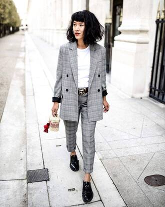 jacket grey jacket pants grey pants t-shirt white t-shirt bag neutral bag top