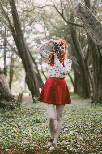 the clothes blogger button up skirt red skirt fall colors