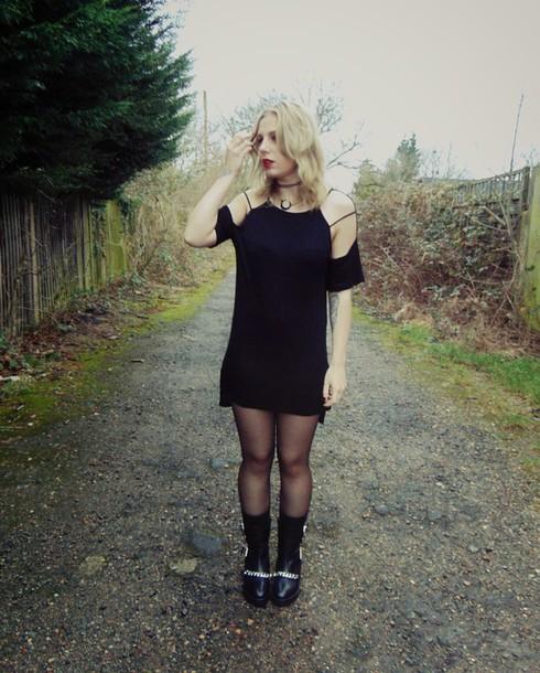 the velvet black grunge blogger cut-out dress black dress dress shoes jewels