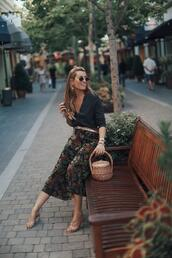 b a r t a b a c,blogger,sweater,skirt,shoes,belt,basket bag
