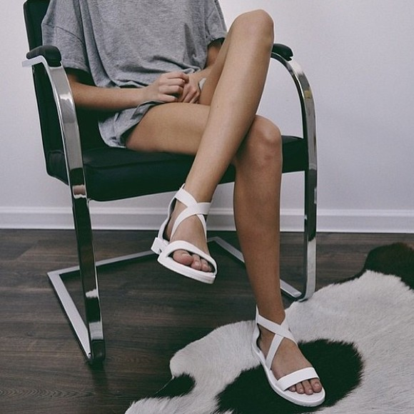 t-shirt tumblr shoes sandals white shoes shirt grey t-shirt gray t-shirts girl fashion clothes white simple summer open shoes white sandals legs grey top cross shoes cross sandals leather straps