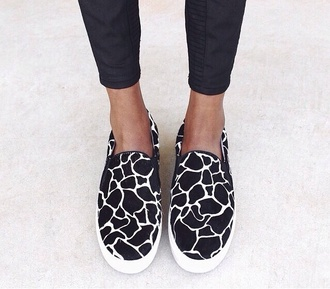 shoes slip on shoes print pattern cute summer outfits pants