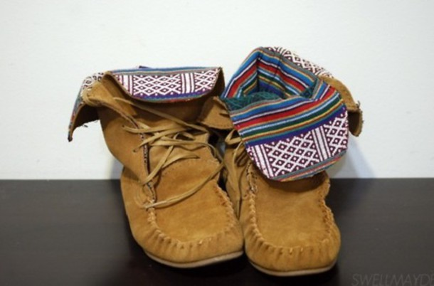 native american moccasins brown shoes tribal pattern navajo shoes beige boots indian boots boots ethnic boots ethnic print ethnic minnetonkas aztec brown