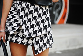 skirt,dogtooth skirt,elegant,celebrity,black,white,shirt,fashion,pied de poul