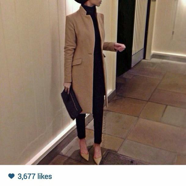 coat camel vintage chic style fashion jacket beige cream brown tall beige jacket black pants black shirt beige shoes camel coat