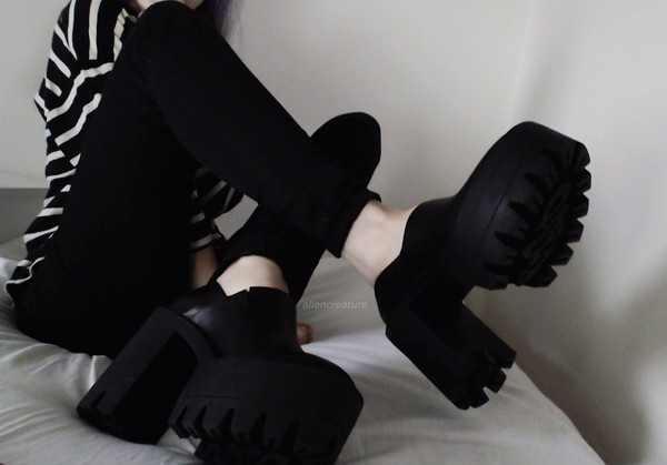 shoes chunky boots black boots boots fake fashion blogger platform shoes designer