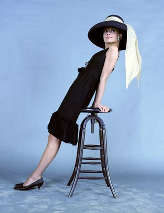 hat audrey hepburn black hat black dress dress little black dress shoes black shoes classy dress classy actress retro