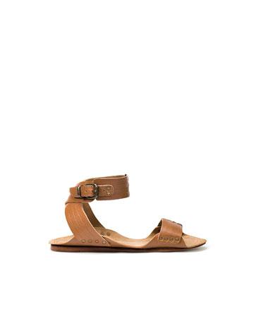 Sandale plate 〠bã'ti