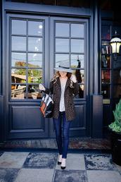 side smile style,blogger,jeans,t-shirt,bag,jewels,hat,animal print,satchel bag,coat