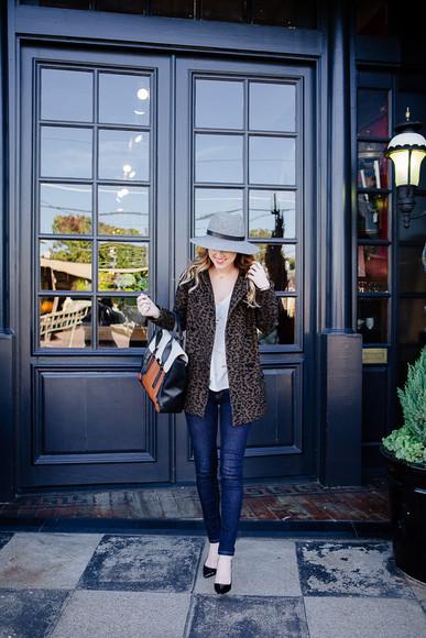 blogger jewels animal print bag hat coat side smile style jeans t-shirt satchel bag