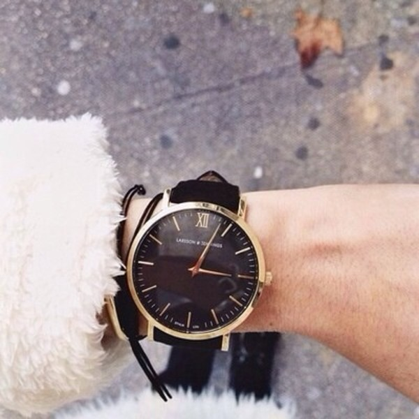 jewels watch leather watches black gold frame watch gold frame black watch gold watch thick band statement piece tumblr elegant womans watch streetstyle streetwear laisson jennings gold cute clock bracelett black jewelry gold jewelry larsson and jennings