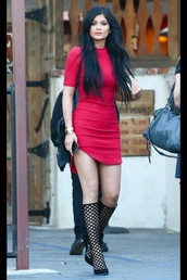dress,red,kylie jenner dress,red dress,hot,shoes,long hair,wavy hair,red prom dress,kylie jenner red dress,kylie jenner,gorgeous,flawless,side split,bodycon dress,midi dress