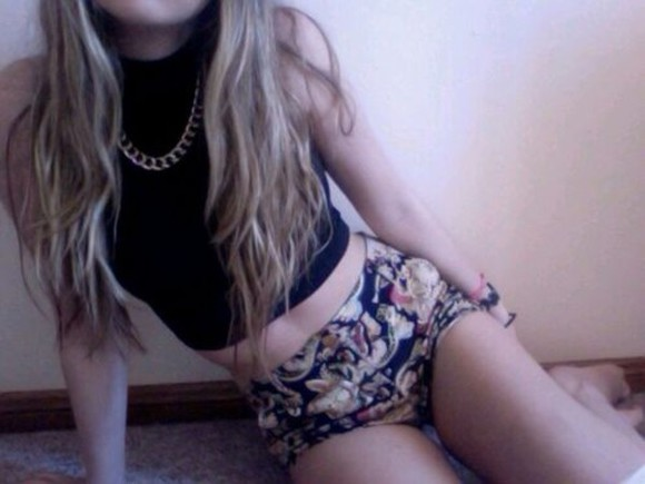 shorts flowered shorts clothes grunge tumblr clothes jewels shirt