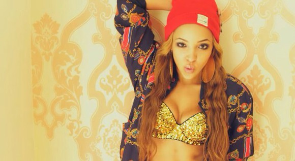 gold chain tinashe sweater beanie red black