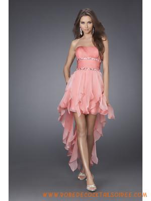 Robe élégante en satin et mousseline de soie enjolivée de plis et de cristaux robe de cocktail rose
