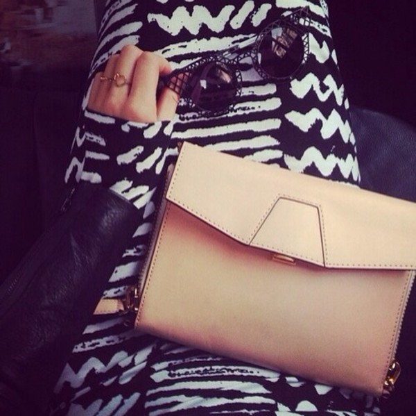 dress maxi dress long sleeves with print black and white jeans bag sunglasses