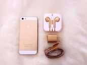 earphones,charger,I phone5s,technology,holiday gift,jewels,iphone,gold,adapter,accessories