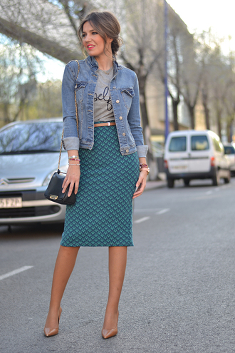 mi aventura con la moda blogger pencil skirt denim jacket graphic tee black bag