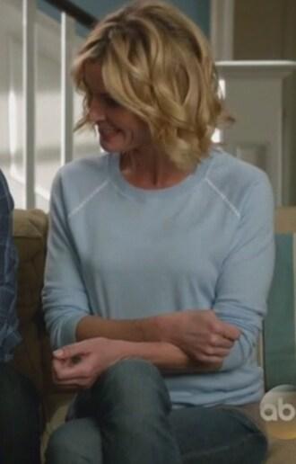 sweater modern family claire dunphy julie bowen