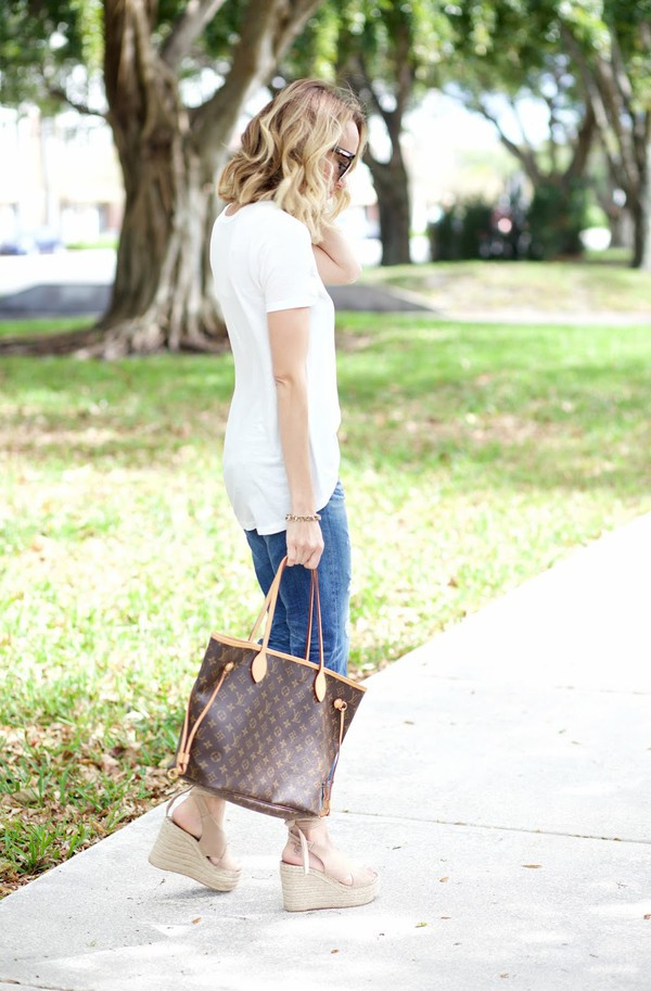 a7501fca086e aspoonfulofstyle blogger t-shirt jeans shoes sunglasses jewels tote bag  louis vuitton bag spring outfits