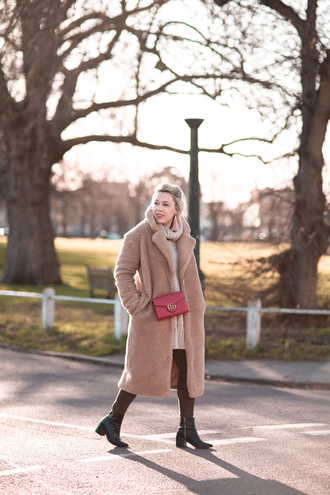 british fashion blog - mediamarmalade blogger coat sweater leggings bag shoes jewels teddy bear coat gucci bag red bag ankle boots winter outfits