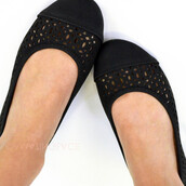 shoes,perforated flats,black ballet flats,flats,black,spring outfits,summer,spring
