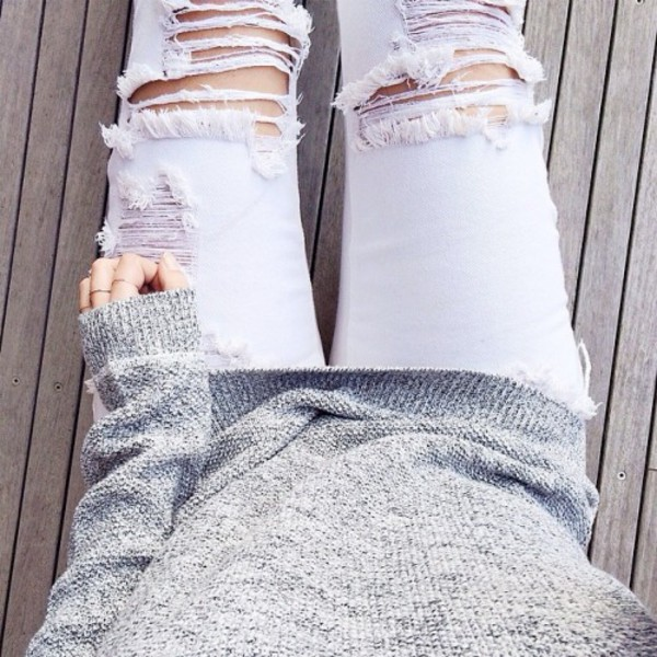 jumper grey sweater white jeans ripped jeans white ripped jeans cute rings ring ring jeans