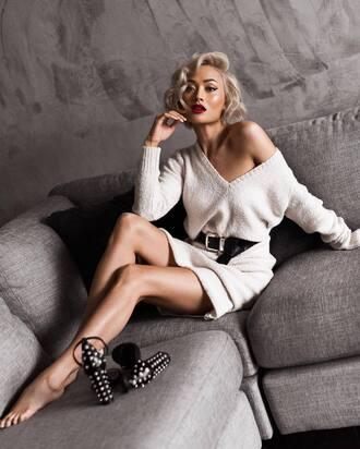 dress tumblr sweater dress white dress v neck v neck dress knitwear knitted dress sandals sandal heels high heel sandals belt red lipstick blonde hair knitted mini dress white knit dress