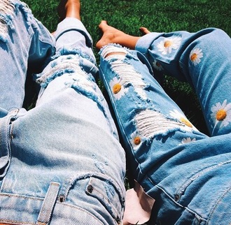 pants skinny jeans jeans flowers ripped boyfriend jeans mom jeans daisy ripped jeans ripped skinny jeans summer daisy love