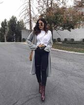 jeans,black jeans,ripped jeans,skinny jeans,boots,ankle boots,cardigan,knitted cardigan,shoulder bag,mini bag,sunglasses,white t-shirt,oversized t-shirt