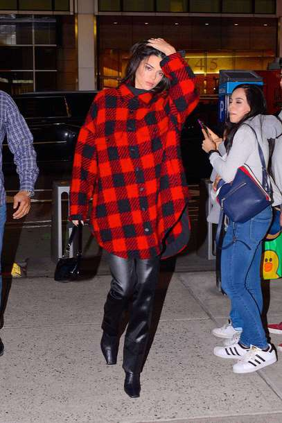 top shirt oversized oversized shirt pants kendall jenner kardashians model off-duty fall outfits plaid