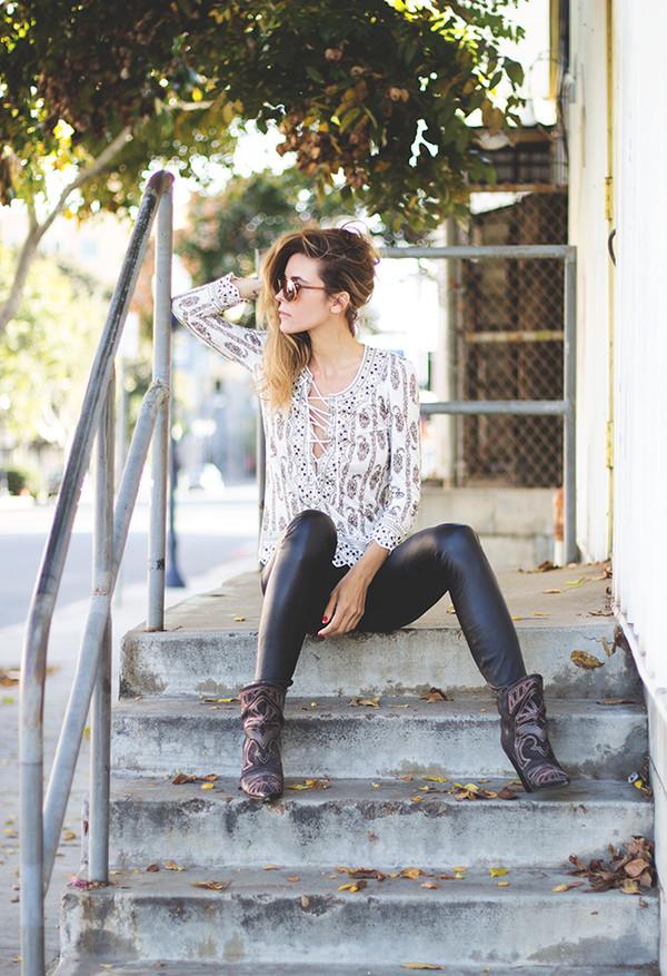 sunglasses t-shirt pants shoes