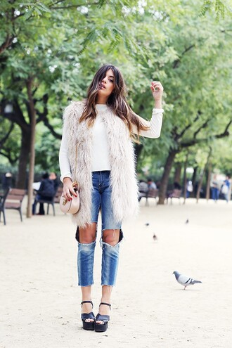 dulceida blogger jacket sweater jeans bag shoes white fur vest fur vest top denim ripped jeans nude bag chain bag