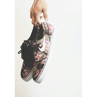 shoes nike sneakers floral nike sb nike camouflage digital trainers skateboard