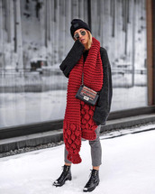 scarf,tumblr,red scarf,knit,knitwear,knitted scarf,denim,jeans,grey jeans,sweater,black sweater,beanie,boots,black boots,winter outfits