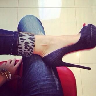 jeans skinny jeans dark wash jeans leopard print pumps louboutin animal print skinny pants haute couture gold gold bracelet bracelets shoes
