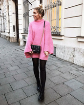 sweater,tumblr,pink sweater,knit,knitwear,knitted sweater,bell sleeve sweater,bell sleeves,tights,opaque tights,boots,black boots,bag