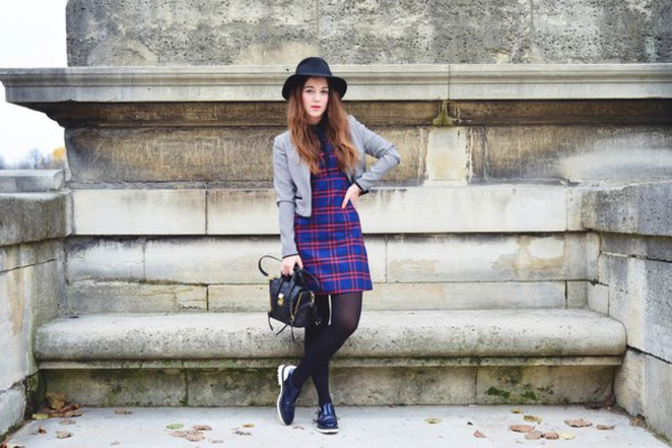 elodie in paris blogger hat tartan shift dress handbag