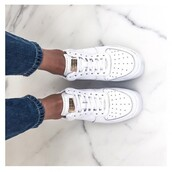 shoes,white,white shoes,nike,sneakers,tumblr,jeans,platform sneakers,running,nike air force 1