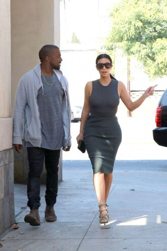 kim kardashian top skirt grey shoes sunglasses