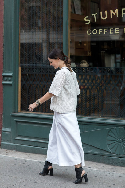 pants tumblr white pants culottes sandals slingbacks black shoes top white top