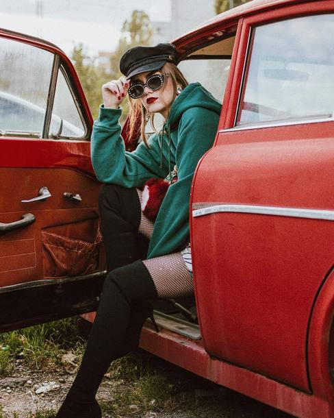 hat black hat sweater green sweater shoes black shoes sunglasses black sunglasses