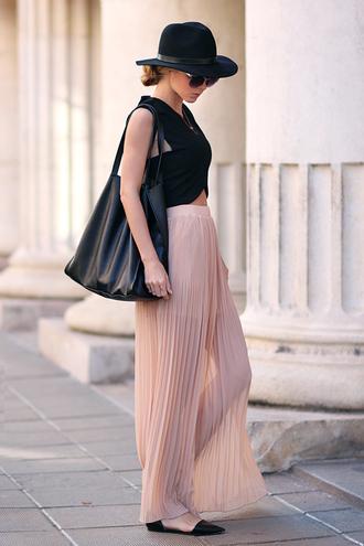 bag skirt t-shirt sunglasses sirma markova hat