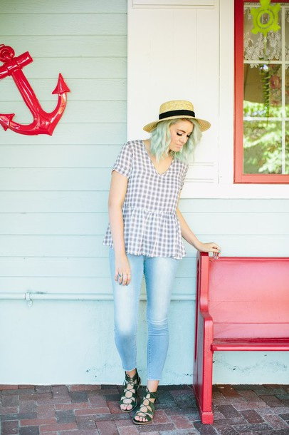 the red closet diary blogger top jeans shoes hat make-up