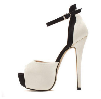 Black And White Pump – Haute House
