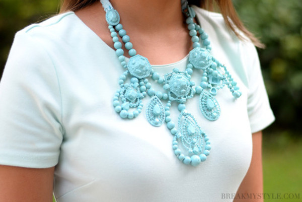 jewels pastel blue baby blue beaded chunky necklace white